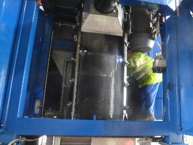 Waste crusher cleaning