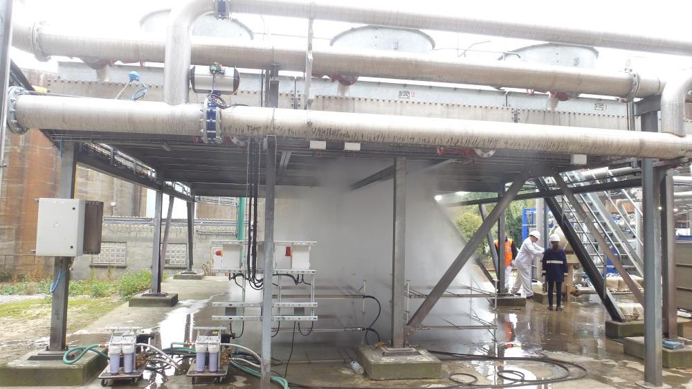 Un exemple d'application de la technique de brumisation, pour le refroidissement d'un atelier.